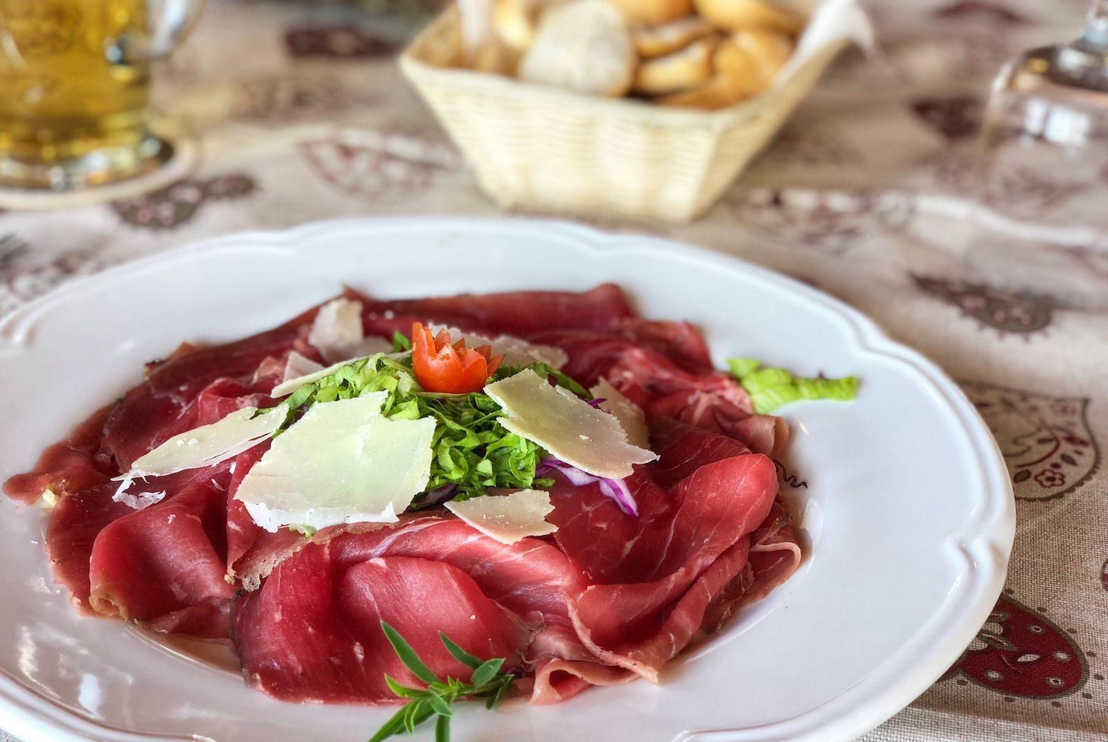 ristorante in val di non-solarium predaia-carne salada